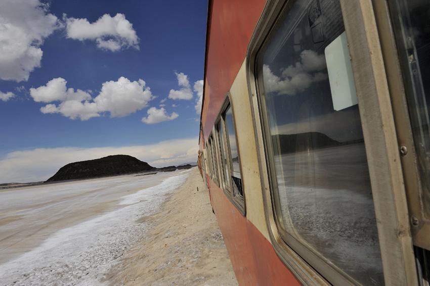 l'Altiplano égrenne ses nombreux cônes volcaniques